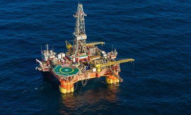مذاکرات نفتی ایران و آذربایجان ادامه دارد