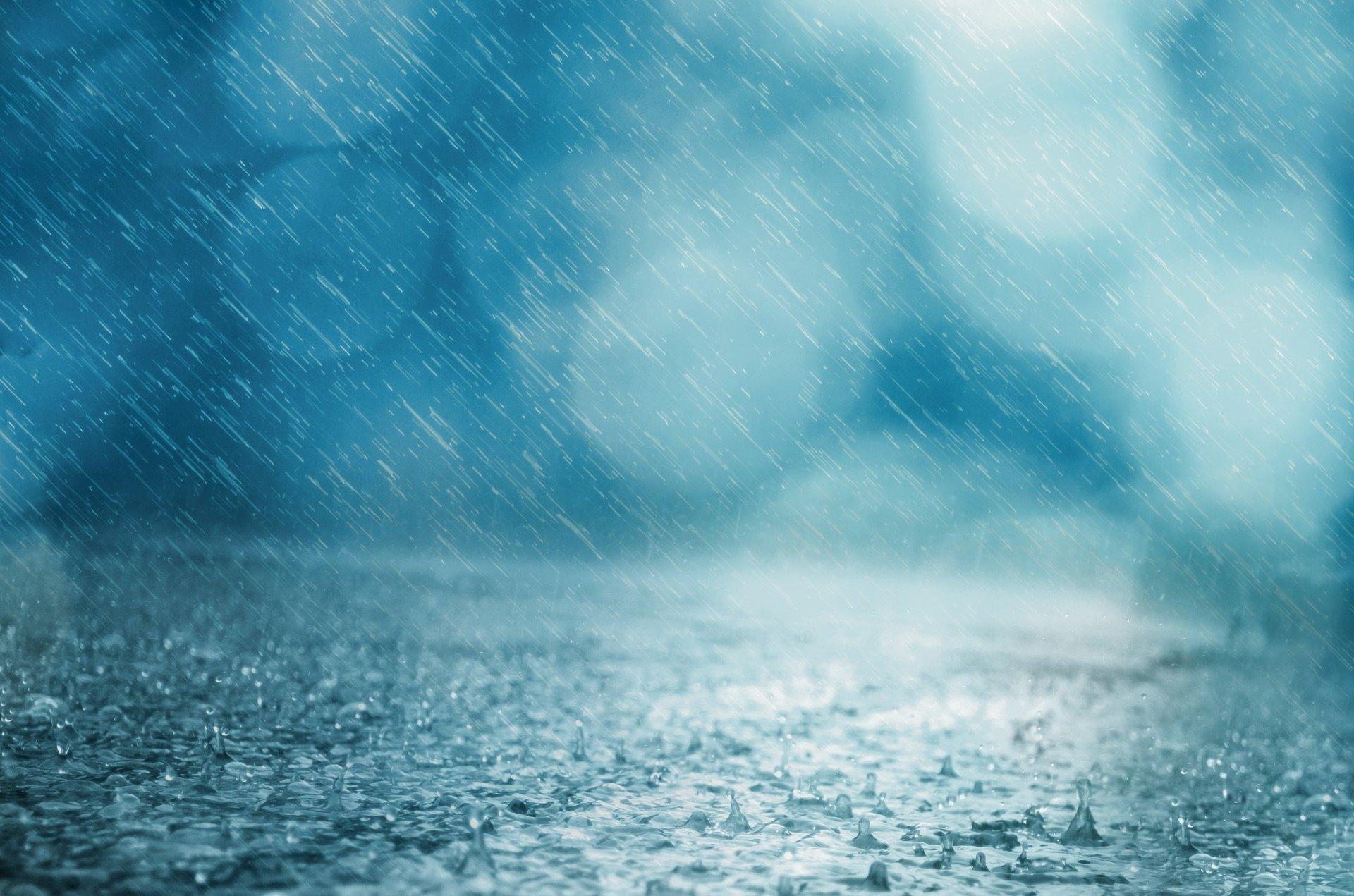 باران سیلآسا در ایلام آغاز شد / ایلام امشب اوج بارش را تجربه میکند