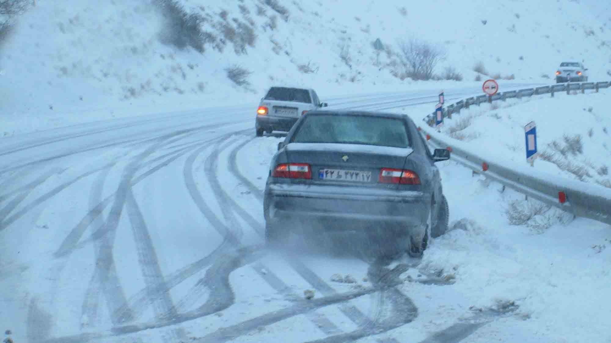 راه ارتباطی ۴۰روستای آذربایجان شرقی بر اثر بارش برف و کولاک مسدود است