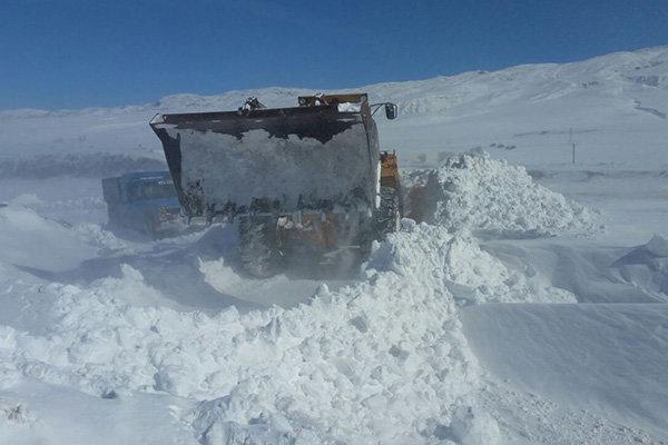 ارتش و راهداری میدان دار بحران برف در هشترود