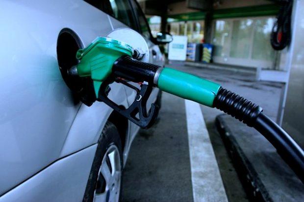 مصرف بنزین رکورد خود را شکست / ۱۳۵ میلیون و ۸۰۰ هزار لیتر بنزین در روز ۲۹ اسفند