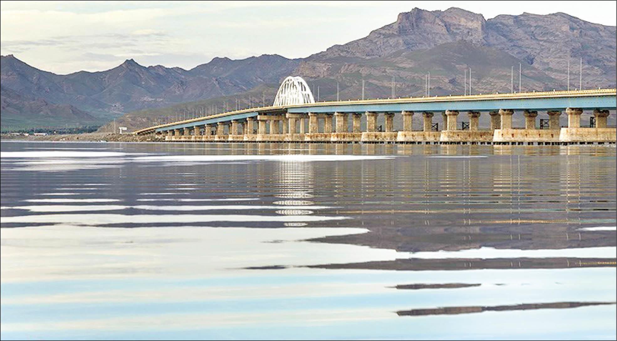 بازگشت تدریجی زندگی به دریاچه ارومیه/ حجم آب از ۵ میلیارد مترمکعب گذشت