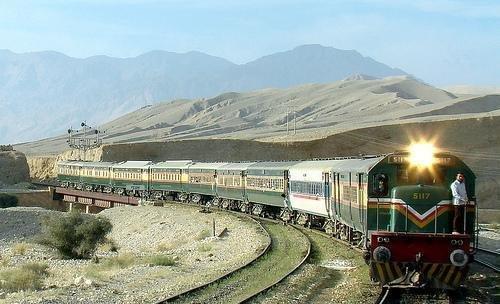 شهادت و زخمی شدن ۳ پیمانکار ایرانی در مسیر خط راه آهن خواف – هرات