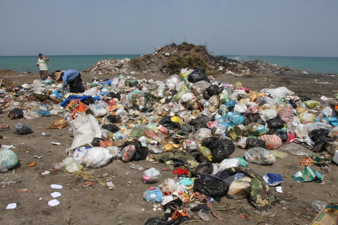 زباله در ساحل سیزده بدر