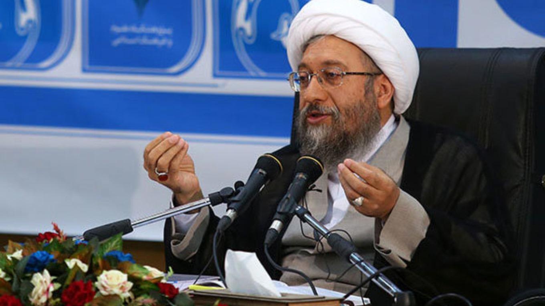 علی لاریجانی امروز در نشست خبری به مناسبت روز مجلس با خبرنگاران داخلی و خارجی تصریح کرد:یکی از گامهای بزرگ در برنامه ششم این بوده که ۱۵ درصد دولت کوچک شود و این رویه دنبال می شود.