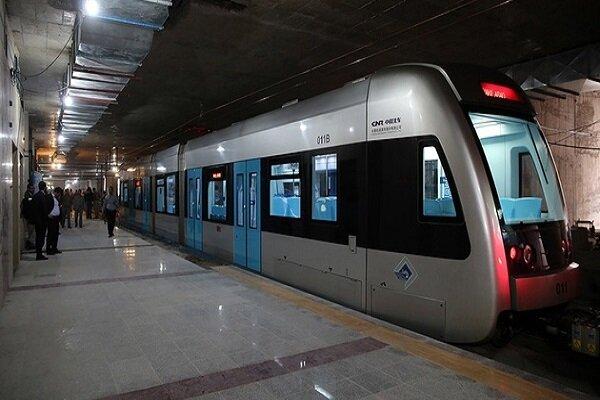 توقف ۲۰ دقیقه ای مترو مشهد به دلیل برخورد خودرو با قطار