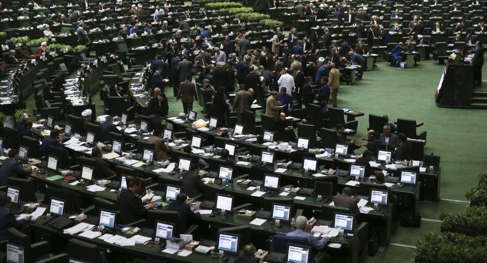 نمایندگی مجلس بیش از سه دوره متوالی ممنوع میشود