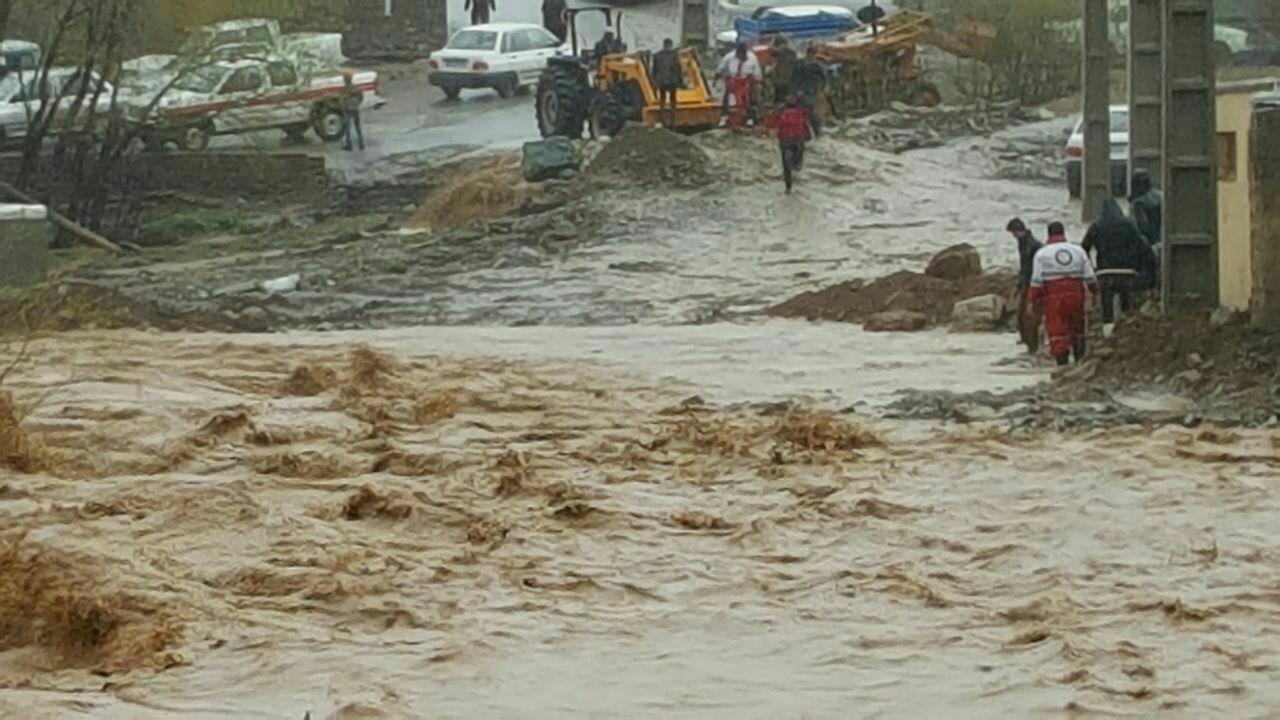 در استان ایلام چند محور در اثر وقوع سیل مسدود شد