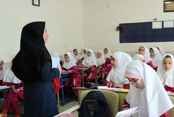 معلمان حق التدریس ماهانه حقوق می گیرند