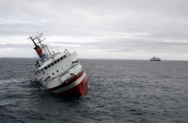کشتی شباهنگ ایران در سواحل لنکران دچار سانحه شد