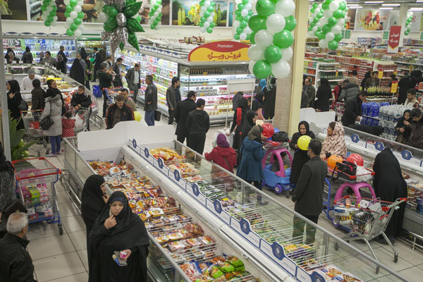 قیمت مرغ همان ۱۴هزارو ۴۰۰ تومان / توزیع کالاهای اساسی در کرمان