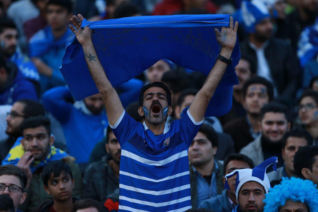 تشویق السد و شعار علیه آذری در ورزشگاه آزادی