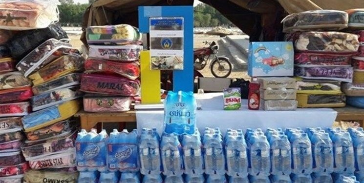 توزیع بستههای لوازم خانگی در بین سیلزدگان خرمآباد