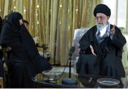 روایت دیدار امام خامنهای با مادر ۴ شهید/ تمجید رهبری از عظمت مرحومه «خانیان»