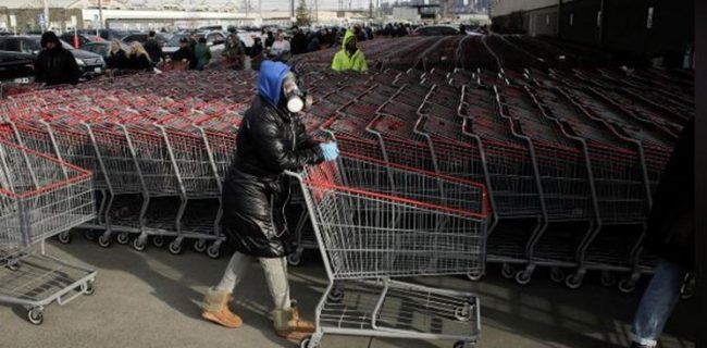 صف های طولانی آمریکایی پشت در فروشگاهها پیش از طلوع آفتاب/ ذخیره بنزین بعضی شهرها ته کشید