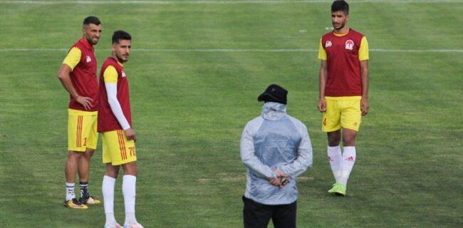 بازی درون تیمی تراکتوریها با قضاوت منصوریان