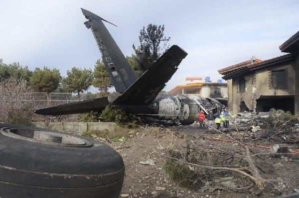 علت سقوط هواپیما فرود در فرودگاه اشتباهی/مهندس پرواز زنده است