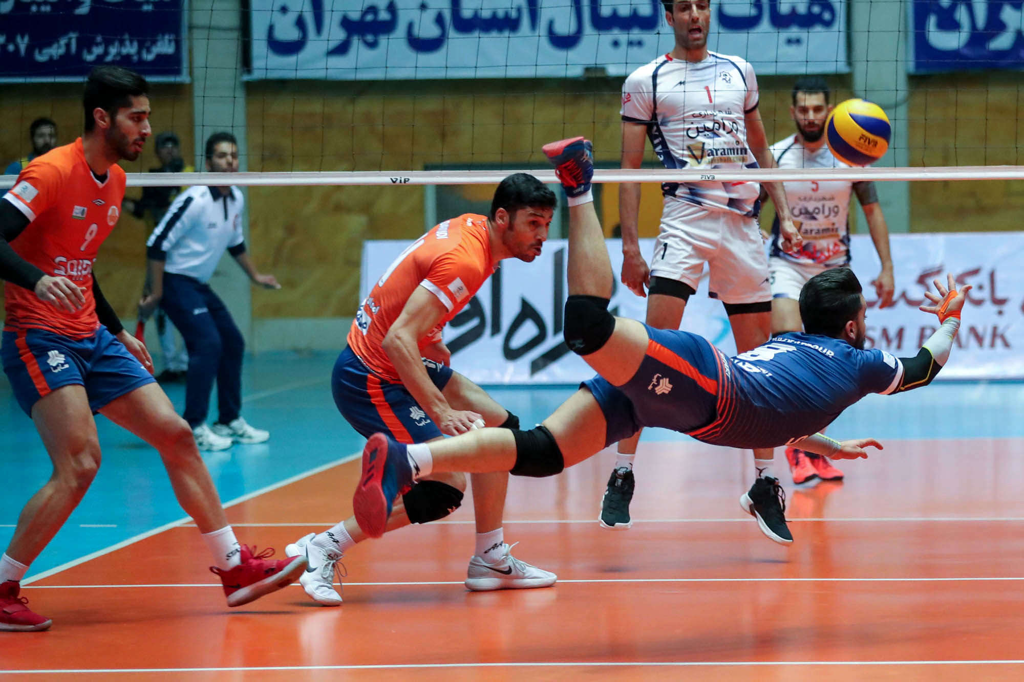 پخش زنده فینال لیگ والیبال شهرداری ورامین و سایپا تهران