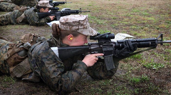 پخش تصاویر برهنه نظامیان زن آمریکایی در فیس بوک